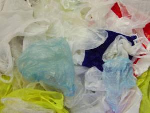 Sacolas plásticas: novos biomateriais supõem uma alternativa mais ecológica aos produtos criados a partir do petróleo, segundo cientistas