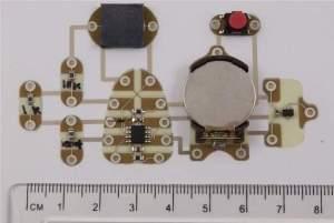 A equipe já está trabalhando na impressão de circuitos impressos mais complexos, incluindo microprocessadores e chips de memória.