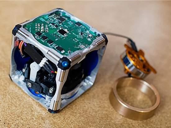 010180131218-cubos-roboticos-automontantes