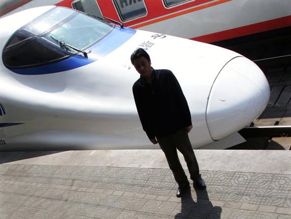Veja-como-funciona-o-trem-chinês-que-pega-e-deixa-passageiros-sem-precisar-parar-na-estação