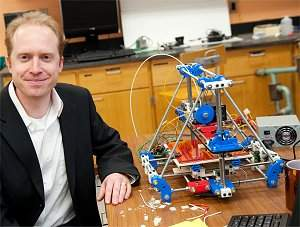 O professor Joshua Pearce é um dos grandes divulgadores da Era das Máquinas Livres.