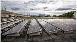 """Usina de geração de energia elétrica fotovoltaica instalada no Palácio dos Bandeirantes. Ao todo, são 262 painéis fotovoltaicos, com capacidade de 310W (watts) cada, abrangendo uma área de 500 m""""."""