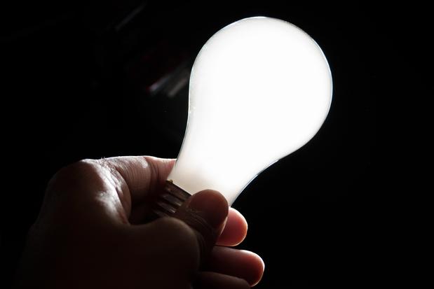 702363874-lampada-luz-energia-eletrica